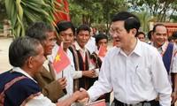 Presiden  Vietnam Truong Tan Sang  melakukan kunjungan kerja di provinsi Kontum.
