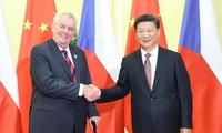 中国国家主席习近平开始对捷克进行国事访问