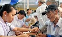 河内市卫生局优先为老年人看治病