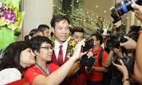 越南体育部门举行仪式欢迎奥运首金英雄黄春荣