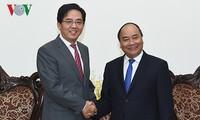 越南与中国继续推动各领域全面合作关系