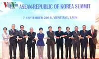 阮春福出席东盟与伙伴方领导人会议