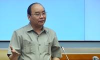 阮春福与国防部领导人举行工作座谈会
