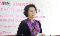 阮氏金银会见柬埔寨参议院主席赛宗并拜会柬国王西哈莫尼
