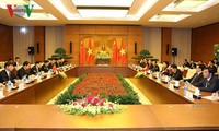 阮氏金银、张德江出席越中青年大联欢活动
