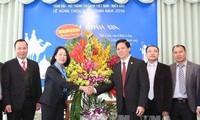 越共中央民运部部长张氏梅看望越南福音教协会