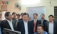 越南政府副总理郑庭勇对铁路基础设施进行检查