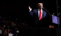 美国新当选总统特朗普为历史性就职典礼的演讲稿做准备