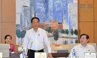 越南国会常务委员会讨论《武器、爆炸物及其辅助工具管理使用法》草案