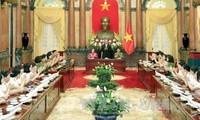 越南国家主席陈大光会见2016年公安部门优秀妇女代表