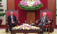 越共中央总书记阮富仲会见老挝人民革命党代表团