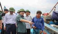 """越南政府副总理郑庭勇指导应对强热带风暴""""杜苏芮"""""""