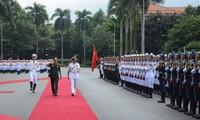 阮春福会见印度参谋长委员会主席兼海军司令苏尼尔•兰巴