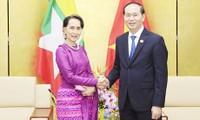 陈大光会见出席2017 APEC领导人会议的各个经济体领导人