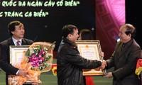 Preisverleihung beim Schreibwettbewerb über das vietnamesische Meer
