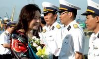 Vertreter der Marine besuchen den Inselkreis Truong Sa