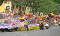 Geburtstag Buddhas groß gefeiert