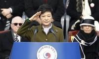 Südkoreas Präsidentin Park Geun-hye tritt ihr Amt an