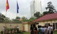 Hissen der ASEAN-Flagge und der vietnamesischen Flagge in Malaysia