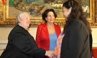 Vizeparlamentspräsidentin Tong Thi Phong besucht den französischen Senat