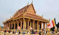 Buddhistische Zeremonie Kathina im Kultur- und Tourismusdorf aller vietnamesischen Völker