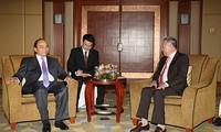 Vizepremierminister Nguyen Xuan Phuc besucht Singapur