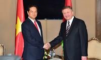 Premierminister Nguyen Tan Dung trifft Weißrusslands Premierminister Andrej Kobjakow