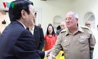 Staatspräsident trifft Vietnamesen in Kuba und frühere kubanische Experten für Vietnam