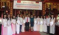 Übergabe von Hessen-Stipendien an 208 vietnamesische Studenten