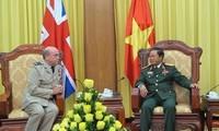 Generalstabschef Do Ba Ty trifft Vizechef des Generalstabs der britischen Streitkräfte Stuart Peach