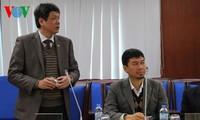 """Ausländische Journalisten beim Parteitag besuchen """"Die Stimme Vietnams"""""""