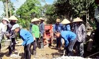 Freiwillige Jugendliche in blauen Hemden in Quang Ninh