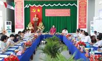 Parlamentspräsidentin Nguyen Thi Kim Ngan überprüft die Wahlvorbereitung in Hau Giang