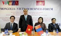 Premierminister Nguyen Xuan Phuc nimmt am vietnamesisch-mongolischen Unternehmerforum teil