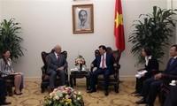 Vizepremierminister Trinh Dinh Dung trifft russischen Botschafter in Vietnam Vnukov
