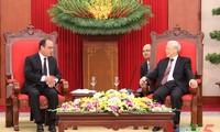 KPV-Generalsekretär Nguyen Phu Trong trifft Frankreichs Präsident François Hollande