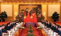 Premierminister Nguyen Xuan Phuc: Beziehungen zwischen Vietnam und China stetig entwickeln