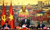 Premierminister Nguyen Xuan Phuc führt Sitzung mit Leitung von Hai Phong