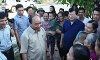 Premierminister Nguyen Xuan Phuc besucht Bewohner des Umsiedlungsgebiets vom Wasserkraftwerk Son La