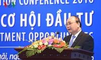 Premierminister Nguyen Xuan Phuc nimmt an Konferenz zur Investitionsförderung in Long An teil