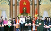 Staatspräsident Tran Dai Quang trifft Schüler ethnischer Minderheiten mit guten Leistungen