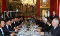 Staatspräsident Tran Dai Quang und Italiens Präsident Sergio Mattarella führen ein Gespräch