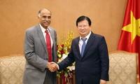 Vizepremierminister Trinh Dinh Dung empfängt Botschafter Weißrusslands, Indiens und der Niederlande