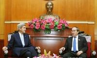 Parteisekretär von Ho Chi Minh Stadt empfängt ehemaligen US-Außenminister