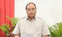 Premierminister Nguyen Xuan Phuc tagt mit Leitung der Provinz Hau Giang