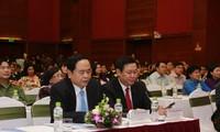 Vizepremierminister Vuong Dinh Hue nimmt an Verleihung von Frauenpreisen teil