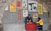 Straße Phung Hung in Hanoi mit Fresken