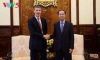 Staatspräsident Tran Dai Quang trifft Botschafter aus Großbritannien und Niederlanden