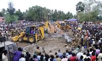 印度发生火灾 至少100人死亡