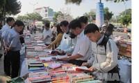 全国各地举行越南图书日和世界图书与版权日响应活动